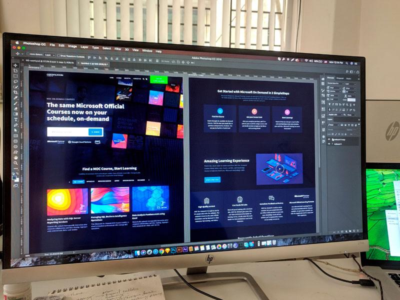 tela de photoshop cc aberto com criação de website