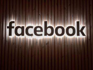 letreiro do facebook